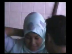 amateur,malaysian,couple,spycam,jilbab
